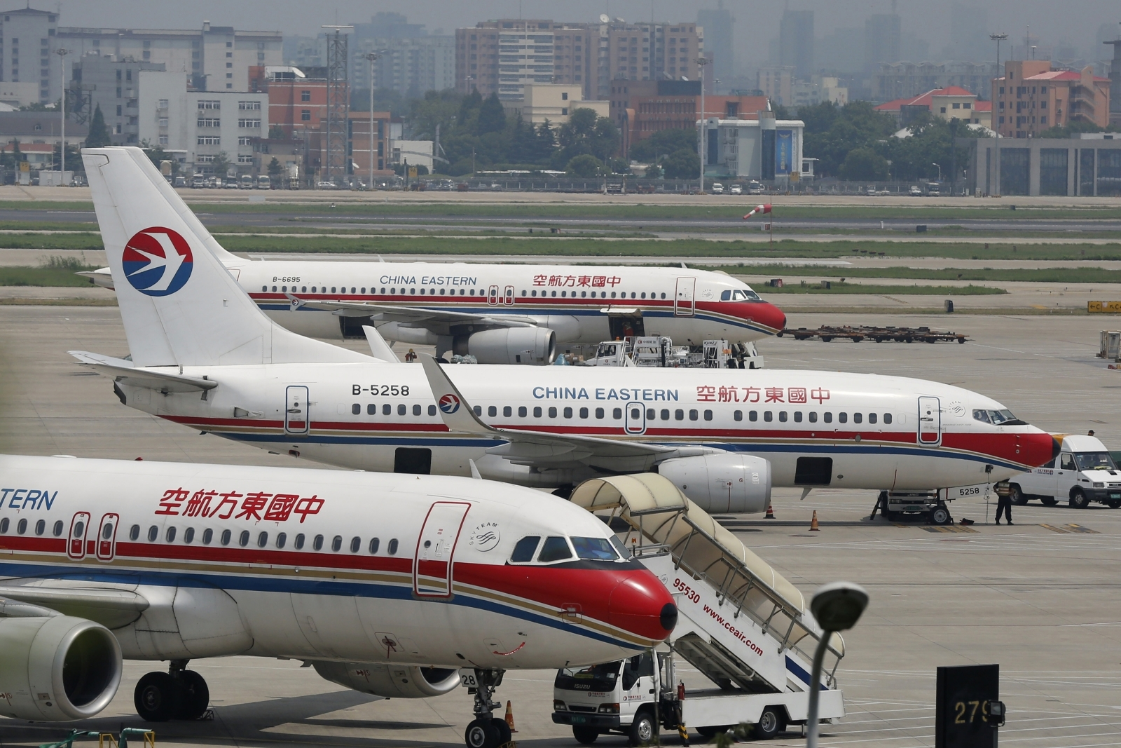 China Eastern to Raise Up to $2.2 Billion in Share Sale