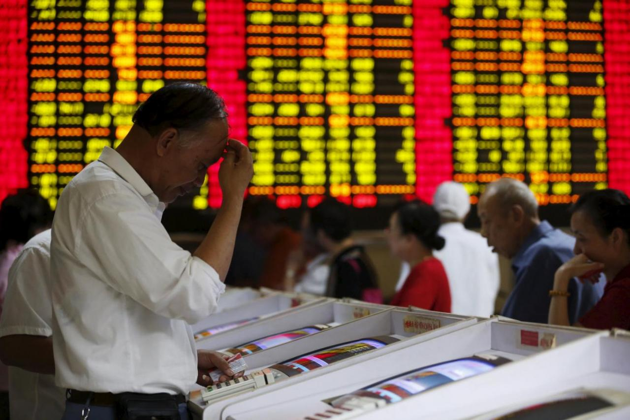 Fear of Global Economy Slowdown Sends Stocks in the Red