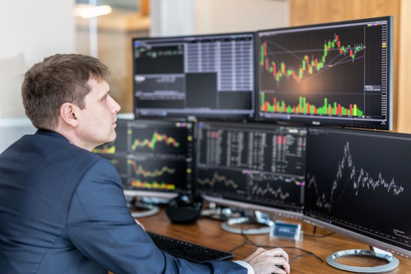 China's Fintech Stocks Among Losers, Japanese Stocks Rally