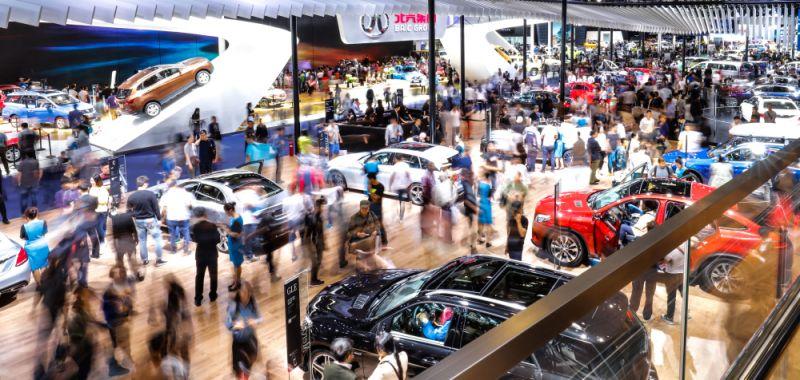 Chinese Auto Sales Slump, Bitauto Stock Slides on Tripled Loss