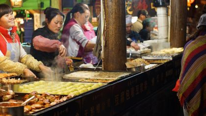China Allows Street Vendors to Spur Struggling Economy